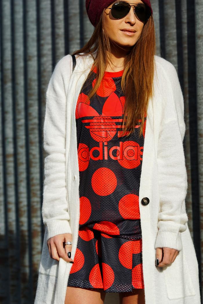 Freundschaften, Adidas Look mit Boots 09
