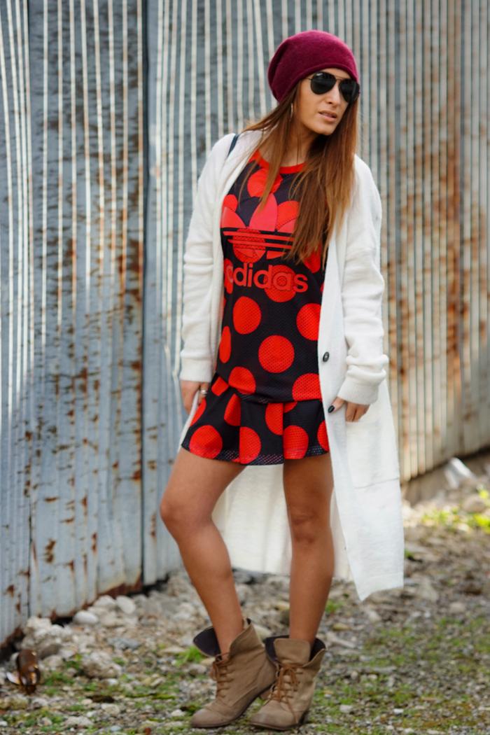 Freundschaften, Adidas Look mit Boots 10
