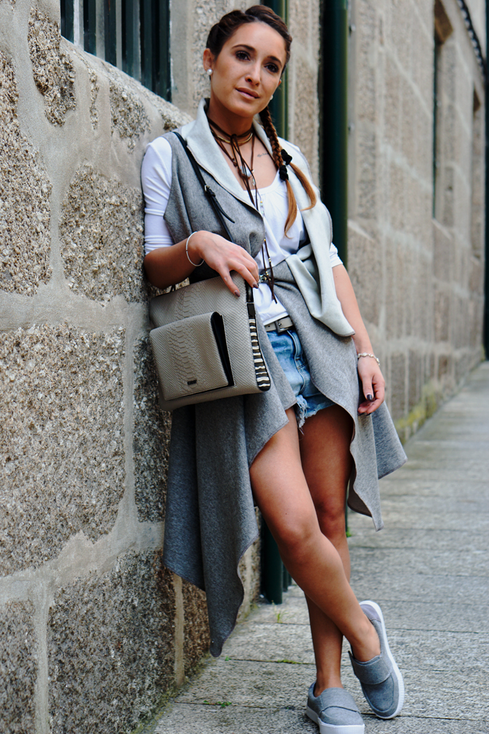 HOW TO WEAR TO SIGHTSEEING - PORTUGAL_ KUKLA & TOMS SHOES 05