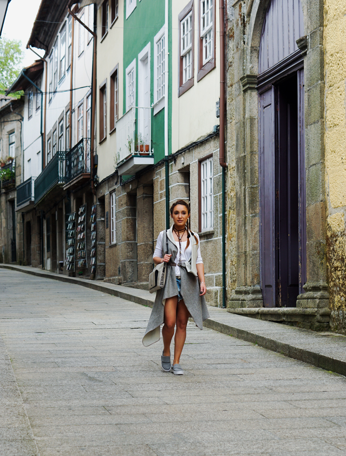HOW TO WEAR TO SIGHTSEEING - PORTUGAL_ KUKLA & TOMS SHOES 06