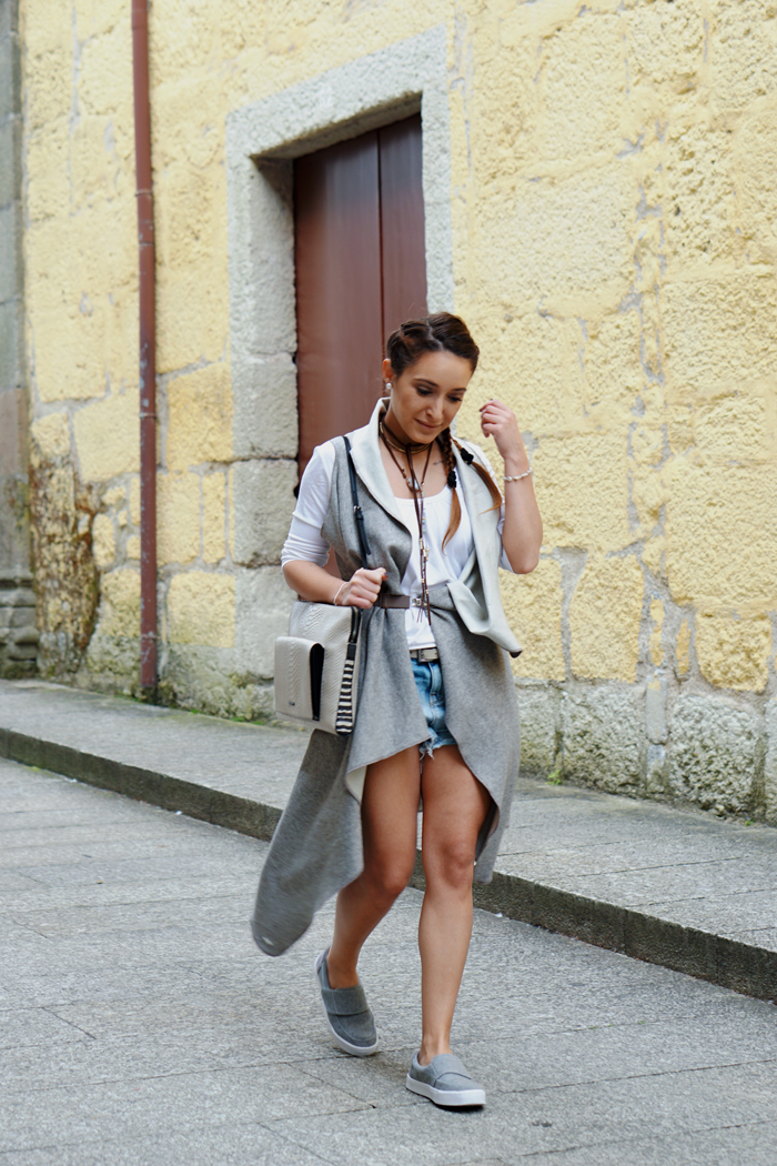 HOW TO WEAR TO SIGHTSEEING - PORTUGAL_ KUKLA & TOMS SHOES 07