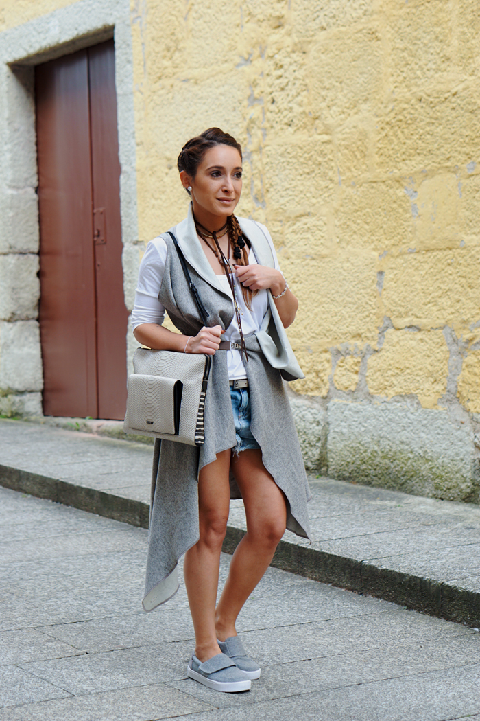 HOW TO WEAR TO SIGHTSEEING - PORTUGAL_ KUKLA & TOMS SHOES 08