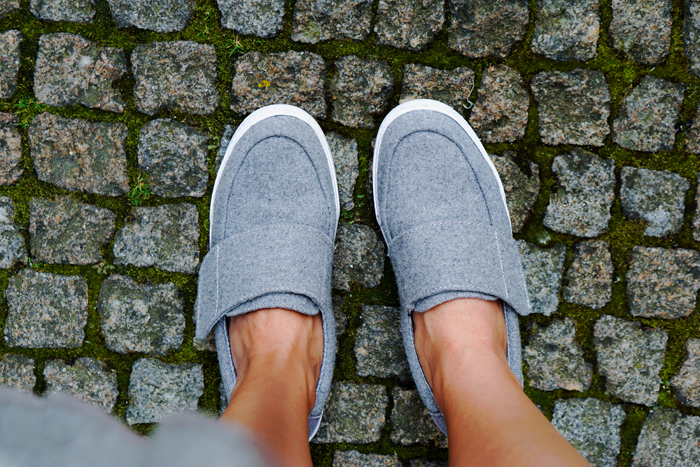 HOW TO WEAR TO SIGHTSEEING - PORTUGAL_ KUKLA & TOMS SHOES 15